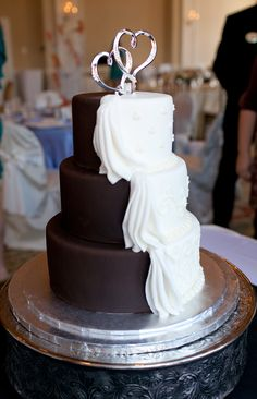 Half White/Half Chocolate Wedding Cake: love the way the icing is draped over half of it like cloth.