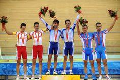 19/08/08 En el podio Juan Esteban Curuchet y Walter Pérez hicieron historia en el deporte argentino al obtener la medalla dorada en ciclismo, en la prueba americana de los Juegos Olímpicos de Beijing 2008, siendo la primera presea dorada de la delegación nacional en China.