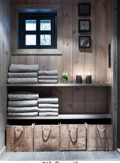 in changing room section of sauna building Cabin Homes, Log Homes, Home Interior, Interior Decorating, Interior Design, Deco Spa, Scandinavian Cabin, Cabin Bathrooms, Contemporary Home Furniture