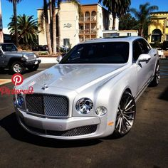 The Bentley Mulsanne is a supercar limousine. Most people who own one will never drive it but the luxury and performance are unmatched. Luxury Sports Cars, Sport Cars, Maserati, Ferrari, Bugatti, Voiture Rolls Royce, Rolls Royce Cars, Fancy Cars, All Cars