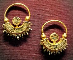 Gold and enamel earrings, British Museum, Byzantine about AD900