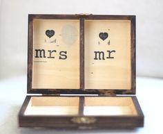Rustikale personalisierte Ring Box. Vintage Shabby Chic Strand Hochzeit Dekor. Engagement-Hochzeitsgeschenk von CrystalCoveDS auf Etsy https://www.etsy.com/de/listing/126041594/rustikale-personalisierte-ring-box