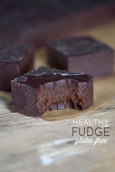 Healthy Gluten Free Fudge (Chocolate, coconut oil, dates, cream, vanilla, cocoa powder)