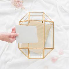 Deze geometrische glazen enveloppendoos in de kleur goud. Een echte aanwinst voor jullie bruiloft! Verzamel de kaarten, enveloppen en kleine cadeautjes van jullie gasten in deze stijlvolle glazen eye catcher. De glazen enveloppendoos heeft een opening aan de bovenzijde waardoor de enveloppen erin gedaan kunnen worden. Ook te gebruiken om wedding wishes in te verzamelen. Tip: het is ook mogelijk deze te laten graveren met jullie namen en datum! Wedding Gifts, Candle Holders, Candles, Wedding Thank You Gifts, Candlesticks, Wedding Favors, Candelabra, Candle, Lights