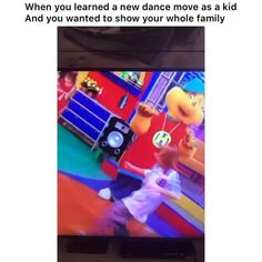 Moms will always show you support 😂😂 (via:👉@theeblackbadger) New Dance Moves, Stupid Videos, Funny Video Memes, Stupid Funny, Trending Memes, Spongebob, Minions, Funny Things, Lol