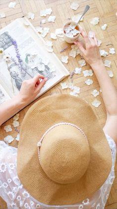 Origami Tutorial, Origami Easy, Diy Wall Art, Diy Wall Decor, Home Crafts, Diy And Crafts, Dried And Pressed Flowers, Fleurs Diy, Diy Scrapbook
