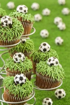 Girls Birthday Party Ideas - Girl Birthday Ideas - Great sports birthday ideas for girls! These soccer cupcakes are fabulous for a little sports star. Soccer Cupcakes, Cookies Cupcake, Soccer Cake, Girl Cupcakes, Soccer Party, Birthday Cupcakes, Sports Party, Sports Themed Birthday Party, Birthday Ideas