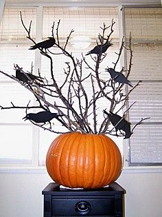 might have to do this next year for halloween crow and pumpkin tree - Halloween Centerpieces