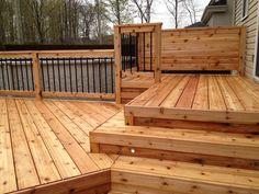 Patio avec Spa à Laval Ste Dorothée - Le petit patio en bois traité situé à l'arrière de la maison ne répondait plus au besoin de cette famille de Laval