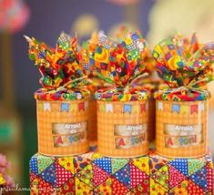Beautiful souvenirs for Festa Junina I gathered in this post beautiful ideas of Party Favors. Baby Shower Diapers, Milk Cans, Minnie Mouse Party, Popsicle Sticks, Baby Shower Decorations, Glass Bottles, Party Favors, Bridal Shower, Birthdays