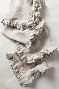 Anthropologie Ruffled Linen Napkins #anthrofave #anthropologie