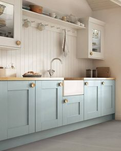 Kitchen Remodeling: Choosing Your New Kitchen Cabinets - Kitchen Remodel Ideas Blue Kitchen Cabinets, Kitchen Cabinet Colors, Painting Kitchen Cabinets, Kitchen Paint, Kitchen With Wood Countertops, Blue Kitchen Backsplash, Inexpensive Kitchen Cabinets, Kitchen Cabinets Brands, Two Tone Cabinets