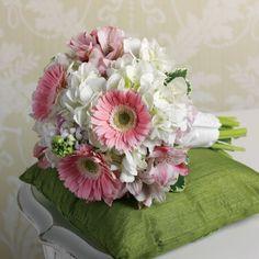 pink daisies and hydrangeas