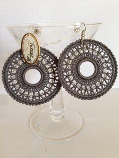 #Orecchini grigi con doppi cerchi grandi e perline di cristallo bianche. Mod. 30 Color Grc.