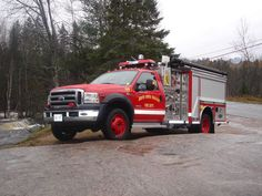 South River Machar Fire Department: Chassis Make & Model: 2006 Ford F-550  Body Manufacturer: E One  Crew Capacity: 2  Pump Model: Waterous Single stage  Pump Capacity: 840 Gpm  Water Capacity: 300 Gallons   Foam Capacity: 40 Gallons (class A)  Features: Hale Foam Pro 1600, Honda 3500 w electric start generator, 1200 ft of 3 inch hose, 2 crosslays with 150 feet of 1 3/4 inch hose and 175 Gpm nozzles, 200 foot electric cord reel