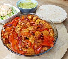 Recept fajitas met kip zonder pakjes en zakjes Mexican Food Recipes, Healthy Recipes, Ethnic Recipes, Tex Mex, Curry, Good Food, Food Porn, Food And Drink, Tasty