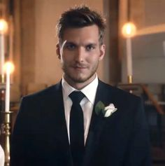 Seriously have the BIGGEST crush on this man <3 -- Scott Michael Foster as 'Leo'. Chasing Life.