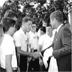 Bill Clinton meets JFK... #oldphotos #Clinton #Presidents