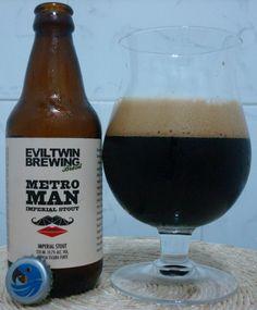 Cerveja Evil Twin Brasil Metro Man, estilo Russian Imperial Stout, produzida por Cervejaria Tupiniquim, Brasil. 10.7% ABV de álcool.