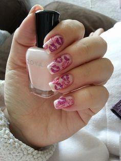 Valentine kisses nail art design