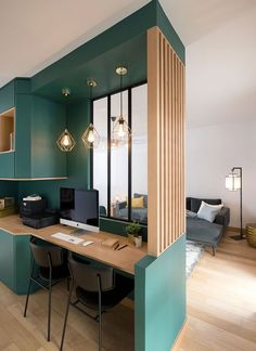 Small space living means you need to get a little creative to find room for things like a home office. But with a little creativity, it can be done. à Lyon – PLANETE DECO a homes world - My Home Decor Mesa Home Office, Home Office Space, Home Office Desks, Best Office Desk, Hallway Office, Home Office Table, Tiny Office, Stylish Office, Office Interior Design
