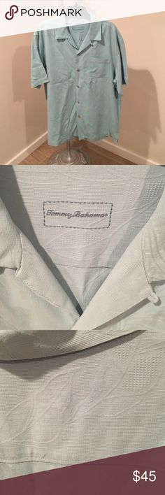 🌴Short Sleeve Tommy Bahama Textured Shirt One small ink stain but would probably come out w/grease lightening!  Yes- that works great on stains! Tommy Bahama Shirts Casual Button Down Shirts