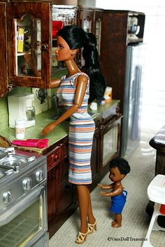 https://flic.kr/p/dntGMs | Antoinette Comes Home on Fun Day 024 | Mom gets a snack for Kenaz.  See more of the story here: vansdolltreasures.blogspot.com/2012/10/antoinettes-home-f...