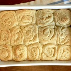 Light, fluffy and of course very buttery. Our Amish Friendship Bread Buttery Buns are the perfect accompaniment to any meal. Friendship Bread Recipe, Friendship Bread Starter, Amish Friendship Bread, Amish Bread Recipes, Sourdough Recipes, Sourdough Bread, Amish Bread Starter, Bread Kitchen, Perfect Food