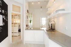 Fotozgodbe :: Minimalistično stanovanje v belem