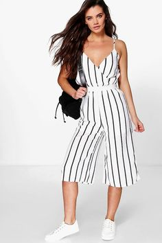 mono largo estilo falda pantalón a rayas anchas bella Simple Outfits, Stylish Outfits, Summer Outfits, Cute Outfits, Boho Fashion, Fashion Outfits, Brunch Outfit, Wide Stripes, Jumpsuit Outfit