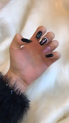 Black Acrylic Nails, Almond Acrylic Nails, Best Acrylic Nails, Edgy Nails, Oval Nails, Stylish Nails, Black Sparkle Nails, Black Nails, New Years Nail Designs