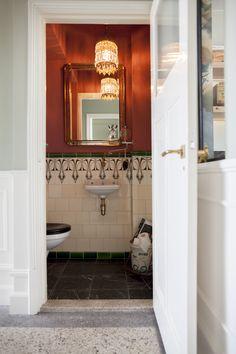 White Bathroom Decor, Gray And White Bathroom, Modern Bathroom, Small Bathroom, Bathroom Ideas, Washroom Design, Toilet Design, Bathroom Interior Design, Interior Decorating