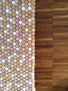 filzkugel teppich auf pinterest filzkugel handgemachter filz und filz kugel girlande. Black Bedroom Furniture Sets. Home Design Ideas