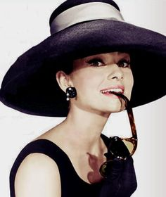 Lover of old hollywood and anything vintage. Hollywood Actor, Golden Age Of Hollywood, Old Hollywood, Audrey Hepburn Photos, Audrey Hepburn Style, Best Classic Movies, Divas, Catherine Zeta Jones, Pin Up