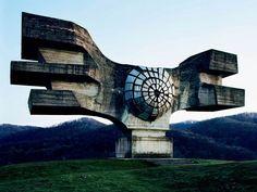 巨大建造物が怖い人はコチラ