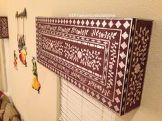 Faux Indian inlay stenciled cornice by Techie's DIY Adventures tutorial Living in a White Box Mini-Blind Madness decorating tips inspiration renters apartments Faux Blinds, Mini Blinds, Stencils, Stencil Decor, Decorative Brackets, Decorative Boxes, Wooden Cornice, Window Cornices, White Box