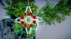 How to make beaded ornament, christmas ornament to decorate your christmas tree. Beaded Crafts, Beaded Ornaments, Ornament Crafts, Star Ornament, Christmas Ornaments To Make, Christmas Crafts, Merry Christmas, Diy Weihnachten, Holiday Crafts