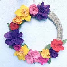 Felt Flower Wreaths, Felt Wreath, Wreath Crafts, Felt Flowers, Spring Flowers, Floral Wreath, All You Need Is, Lavender Drink, Reusable Advent Calendar