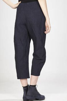 A punto B | ankle-length trousers in rigid cotton and linen hand denim cloth | #apuntob