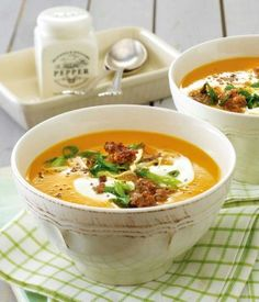 Pumpkin soup with minced meat - Herbst - Rezepte - Suppe Sweet Potato Soup, Sweet Potato Recipes, Law Carb, Meat Recipes, Healthy Recipes, Free Recipes, Minced Meat Recipe, Soup Kitchen, Pumpkin Soup