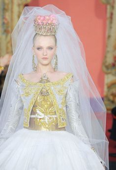 Vlada Roslyakova at Christian Lacroix haute couture, spring 2009.  shoulda been my wedding dress!