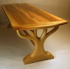 Fine Wood Table Designs Look around as you move throughout your day. From mailbox posts to pieces of furniture and art to full buildings, the power to use wood to create is Table Cafe, Wooden Dining Tables, Rustic Table, Dining Room Table, Log Table, Handmade Wood Furniture, Log Furniture, Woodworking Furniture, Furniture Outlet
