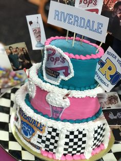 Riverdale Birthday Party cake - Bake a Cake 2019 15th Birthday Party Ideas, 14th Birthday Cakes, Birthday Cakes For Teens, Homemade Birthday Cakes, 21st Birthday, Ideas Party, Gift Ideas, Bolo Tumblr, Birthday Cake Decorating