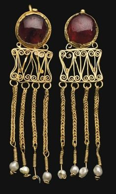 A pair of Roman gold and garnet earrings, circa century A. Roman Jewelry, Jewelry Art, Gold Jewelry, Fine Jewelry, Jewelry Design, Jewellery Box, Jewellery Shops, Fashion Jewelry, Medieval Jewelry