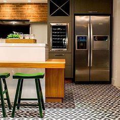 WEBSTA @ arqdesign.analu - Esse piso?  E as banquetas?  E sempre meus amados tijolinhos que amo sem fim l  @babiteixeira l #inspiração  #city #architect #urban #design  #interiores #love #instadaily #designdeinteriores #instaarch #inspiração #architeture #nature #architeture #arquitetura #lover #project #revestimento #paisagismo #decorando #designdeinteriores #details #casas #color #interior #escadas #fachada #pool #tijolinho #instagood #uberlandia