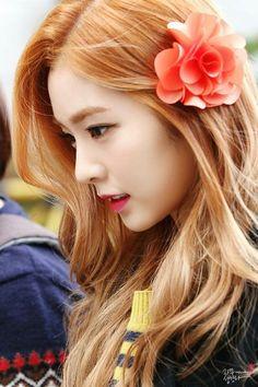 Bae Ju Hyun - Red Velvet leader (Irene) on We Heart It Red Velvet アイリン, Red Velvet Irene, Kpop Girl Groups, Korean Girl Groups, Kpop Girls, Park Sooyoung, Seulgi, Pink Ukulele, Selfies