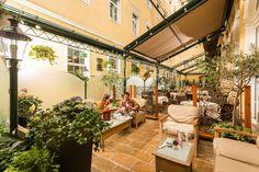 Überdachbare Hotelterrasse mitten in Wien Hotel Stefanie, Hotels, Heart Of Europe, Traditional, Austria, Nostalgia, Courtyard Gardens, Centre, Vacations