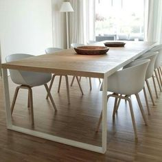 Modern Dining Table Best Tips on a Modern Dining Table Modern Dining Table. A modern dining table is quite different from the traditional ones with respect to various features. The design is one of… Dining Room Design, Interior Design Kitchen, Dining Room Table, Table Bench, Dining Rooms, Design Table, Wood Table, Dining Chairs, Interior Livingroom