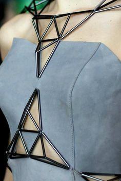 20 New Ideas Fashion Inspiration Couture Style Origami Fashion, 3d Fashion, Fashion Details, Look Fashion, Metal Fashion, Fashion Rings, Moda Cyberpunk, Cyberpunk Fashion, Moda Origami