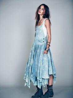 Levis Vintage Denim Apron Bib Dress in Blue as seen on Alessandra Ambrosio Denim Fashion, Boho Fashion, Lala Berlin, Dungaree Dress, Denim Overall Dress, Recycled Denim, Apron Dress, Looks Cool, Vintage Denim